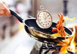 Clock on a cooking pan